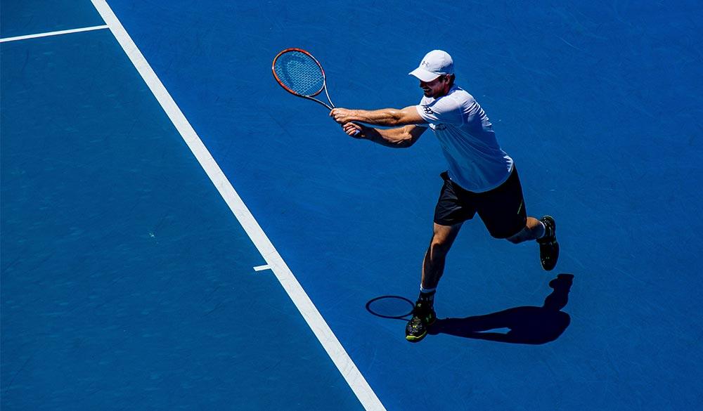 Tennisspieler Vogelperspektive